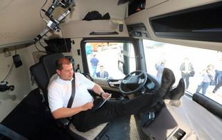 کامیون بنز بدون راننده